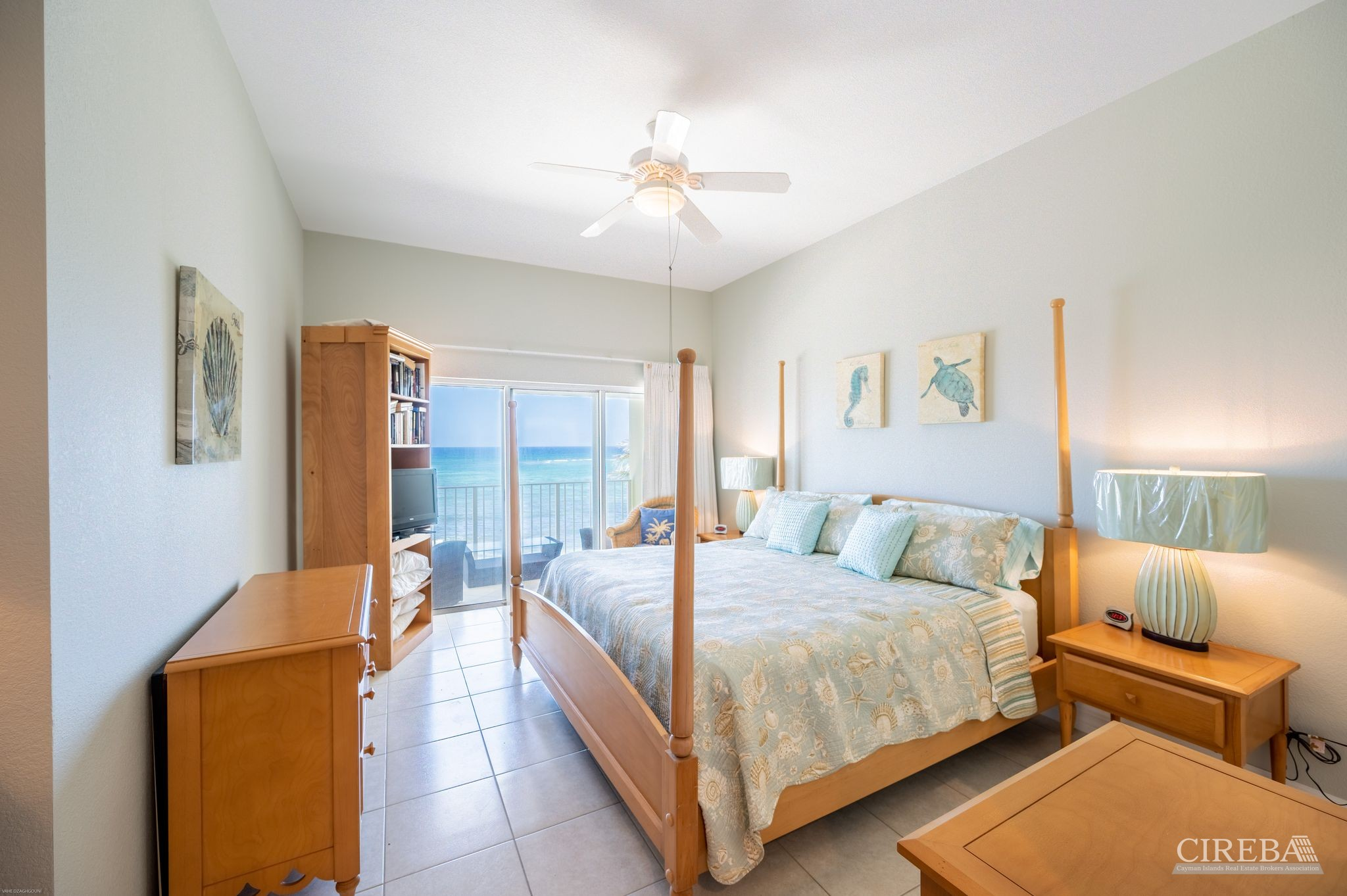 Who doesn't want to wake up to Caribbean water and swaying palms? Large master with minibar.