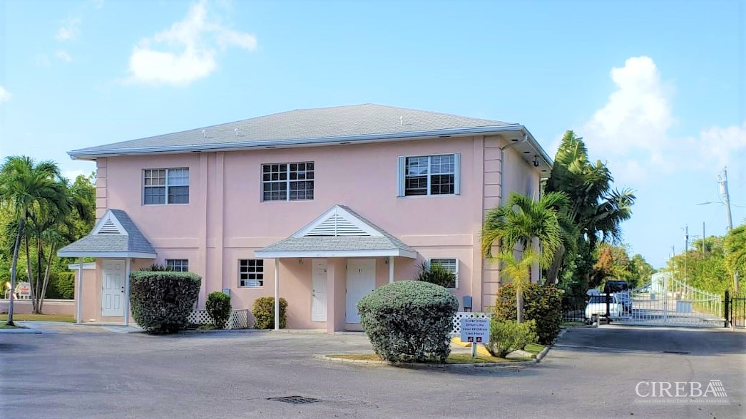 PARK VIEW COURT - GATED COMPLEX, MINUTES TO SEVEN MILE BEACH!