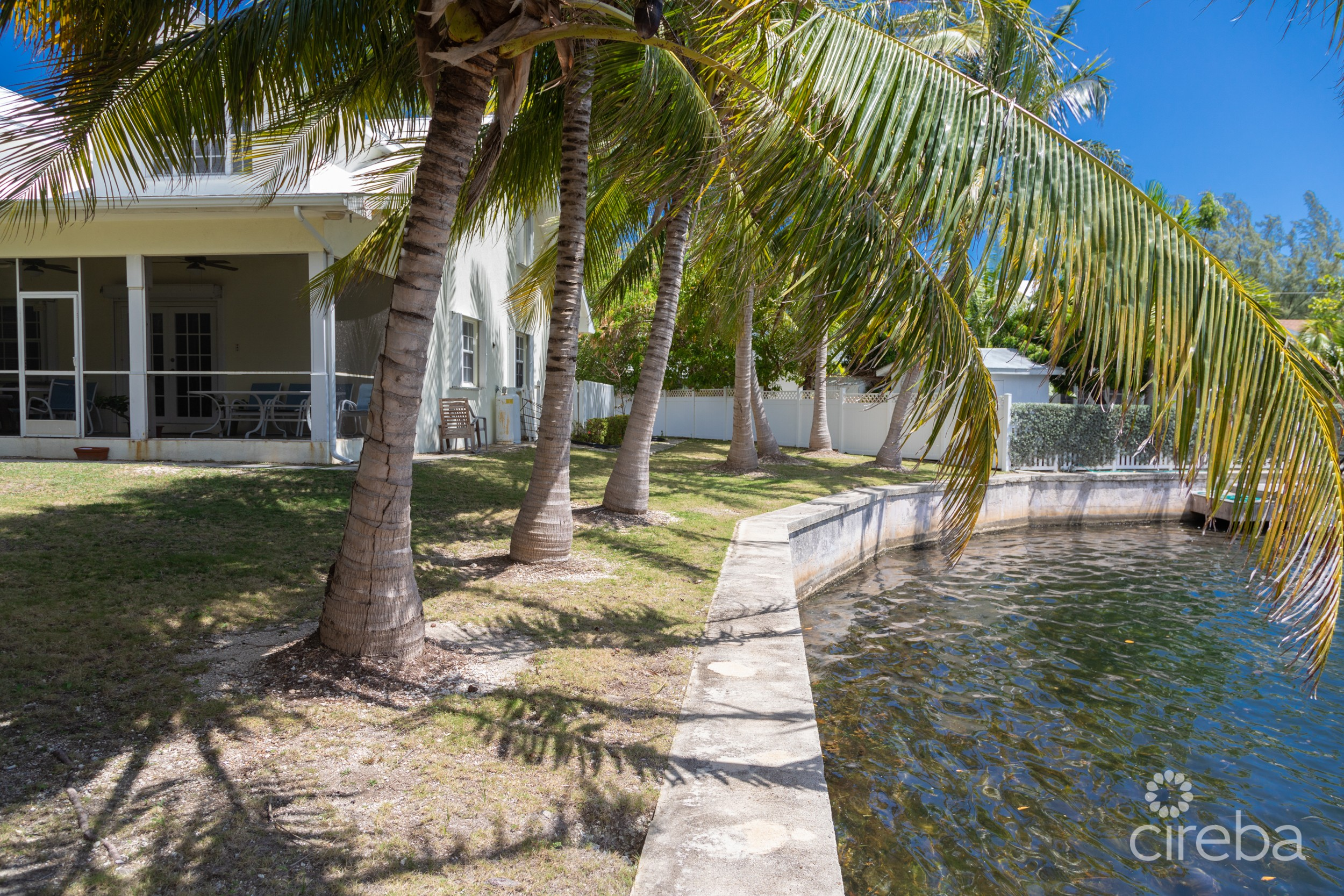 5 UNIT CANAL FRONT RENTAL COMPLEX GOVERNOR'S HARBOUR